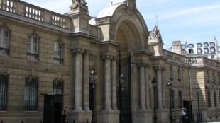Entrada principal do palácio do Eliseu; um homem tentou forçar a entrada no local com seu carro nesta quinta-feira.