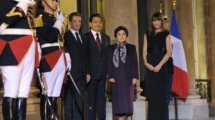 El presidente chino ha sido recibido con todos los honores por Nicolas Sarkozy.