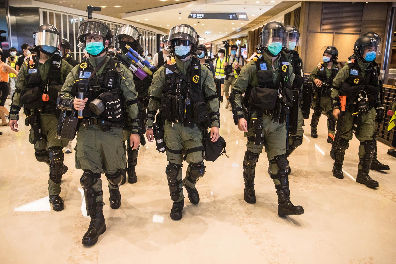 À Hong Kong, la police anti-émeute a mené une vaste opération ce mardi à Yuen Long pour empêcher des militants de l'opposition de commémorer l'attaque dans le métro le 21 juillet 2019.