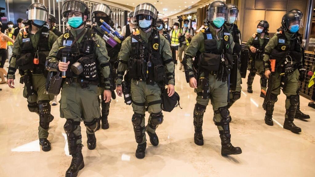 Hong Kong: la police anti-émeute mène une vaste opération à Yuen Long