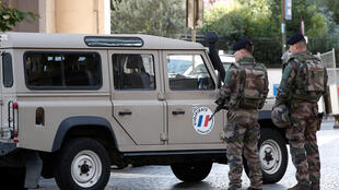 Militares em patrulha em Levallois-Perret, França, 9 de Agosto de 2017.