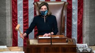 La presidenta demócrata de la Cámara de Representantes, Nancy Pelosi, anuncia la acusación de juicio político contra Donald Trump el 13 de enero de 2021