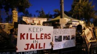 Manifestantes israelíes en Jerusalén protestan contra la liberación de presos palestinos, el 26 de marzo.