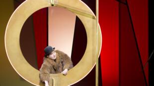 Le comédien Michel Fau dans la pièce «Par-delà les marronniers», mise en scène par Jean-Michel Ribes au Théâtre du Rond Point.