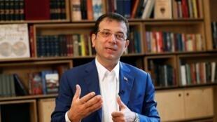 El alcalde de Estambul despojado de su mandato, Ekrem Imamoglu.
