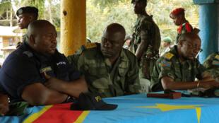 Le président de la cour militaire du Nord-Kivu, le colonel Joseph Maya Makako (C), le 1er octobre, à l'ouverture du procès.