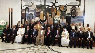 Líderes da Liga Árabe posam antes da sessão de abertura da cúpula em Bagdá, nesta quinta-feira.