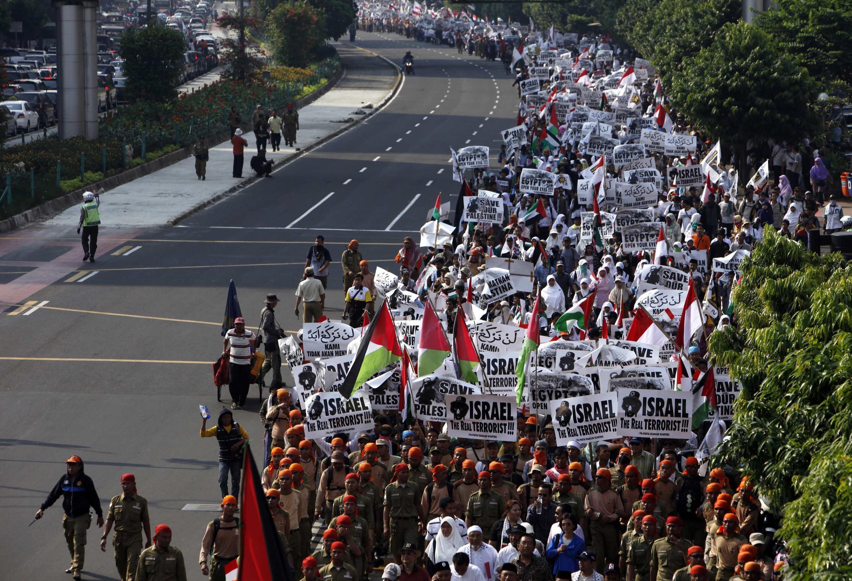 Phong trào đòi Israel chấm dứt phong tỏa Gaza bùng lên khắp nơi, như tại Jakarta (Indonesia) ngày 03/06/2010.