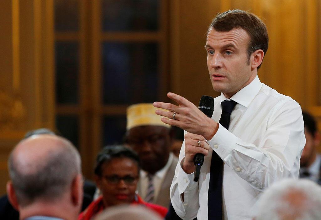 Le président français Emmanuel Macron s'exprime lors d'une réunion avec les maires des territoires dans le cadre du « Débat national » à Paris, le 1er février 2019.