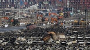 В китайском Тяньцзине продолжают ликвидацию последствий разрушительных взрывов.