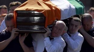 Cérémonie d'enterrement de Kevin McGuigan, ancien membre de l'IRA, le 18 août dernier.