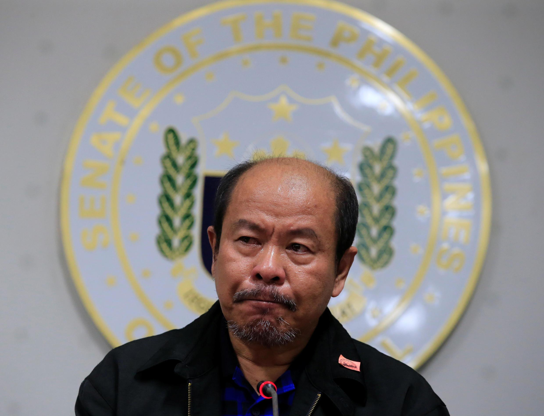 Cảnh sát về hưu Philippines Arturo Lascanas trong cuộc họp báo tại trụ sở Thượng Viện, Manila, ngày 20/02/2017.