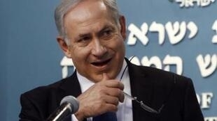 «Нанас лежит обязательство охранять наши границы отнелегальных мигрантов. Это мыделали иименно это ипродолжим делать», — заявил Биньямин Нетаньяху