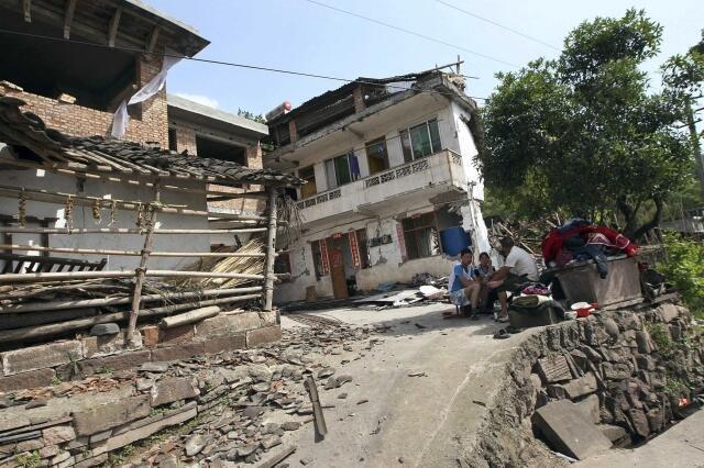 Milhares de casas foram destruídas pelo terremoto que atingiu a província de Sichuan, no sudoeste da China.