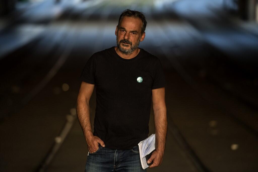 Co-fondateur de l'association humanitaire Utopia 56, Yann Manzi pose lors d'une séance photo à la Porte de la Chapelle à Paris le 18 septembre 2018.