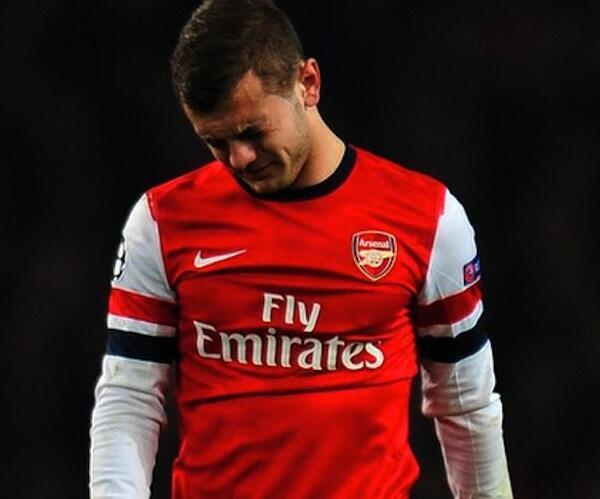 Kiungo wa Arsenal Jack Wilshere akiondoka uwanjani kwa masikitiko baada ya mchezo wao na Bayern Munich