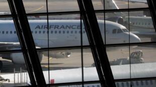 Самолет Air France в международном аэропорту Ниццы 31/07/2013