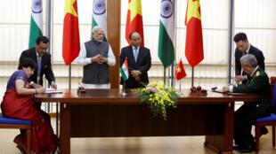 印度總理莫迪與越南總理阮春福見證簽署軍事合作協議2016年9月3日河內