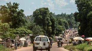 Gari la wagonjwa likimsafirisha mgonjwa wa Ebola, Mbandaka tarehe 22 Mei 2018.