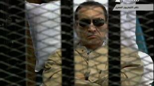"""El ex """"Rais"""", Hosni Mubarak, en la prisión del  Tribunal del Cairo a la espera de su condena  a cadena perpetua el  2 de junio de 2012"""