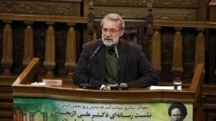علی لاریجانی، رئیس مجلس شورای اسلامی، در نشست خبری خود با رسانه ها روز یکشنبه ١٠ آذر