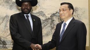 中国副总理李克强在中南海会见到访的南苏丹总统基尔。