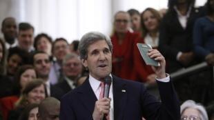 """""""La diplomacia está en mis genes"""", afirmó John Kerry este 4 de febrero de 2013 en Washington."""
