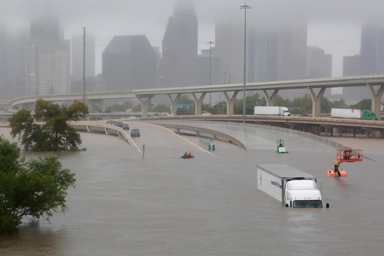 Houston est sous les eaux après le passage d'Harvey, le 27 août 2017.