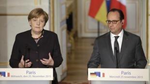 Tổng thống Francois Hollande và Thủ tướng Angela Merkel họp báo chung tại Paris ngày 25/11/ 2015.