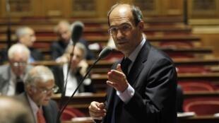 就退休改革投票時,法國工業部長沃爾特在參議院 (2010年10月22日)