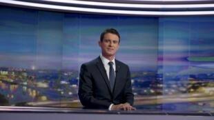 O primeiro-ministro francês, Manuel Valls, nos estúdios da televisão francesa TF1 nesta segunda-feira (7), um dia depois do 1° turno das eleições regionais.