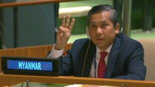 Violência de militares contra manifestantes em Myanmar cujo embaixador na ONU rejeita junta