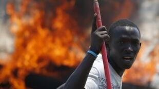Один из восставших. По предварительным данным, в ходе переворота погибли три человека.