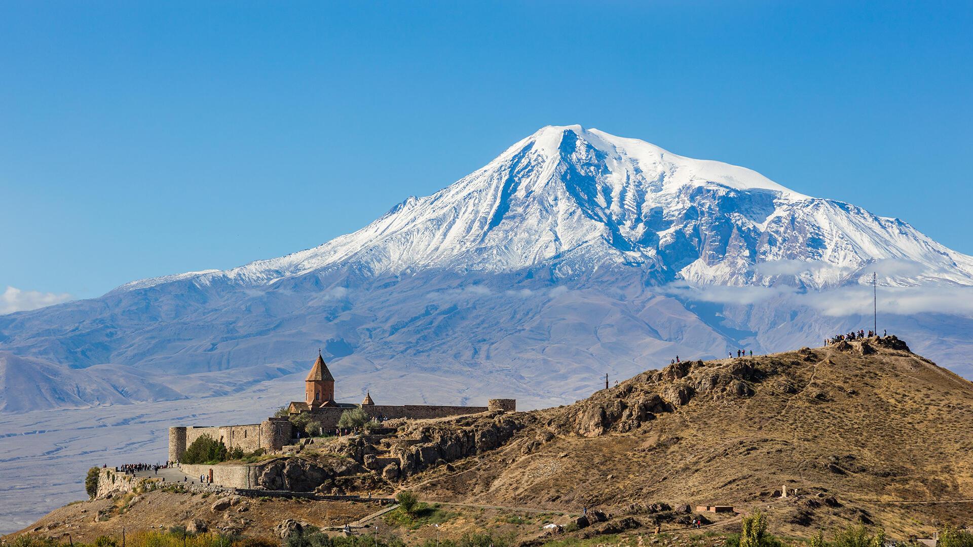Arménie - Monasterio_Khor_Virap,_Armenia,_2016 - Si loin si proche 10 octobre 2021