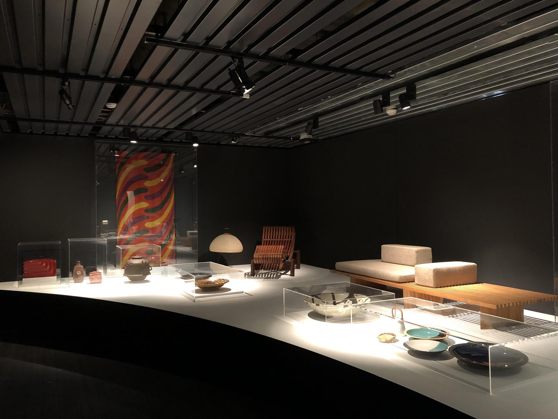 Peças de design japonês, ou influenciadas pelo Japão, fazem parte do percurso da exposição parisiense