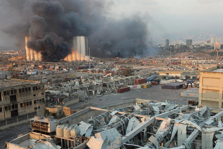 Nuvem de fumaça após a forter explosão em Beirute em 4 de agosto de 2020.