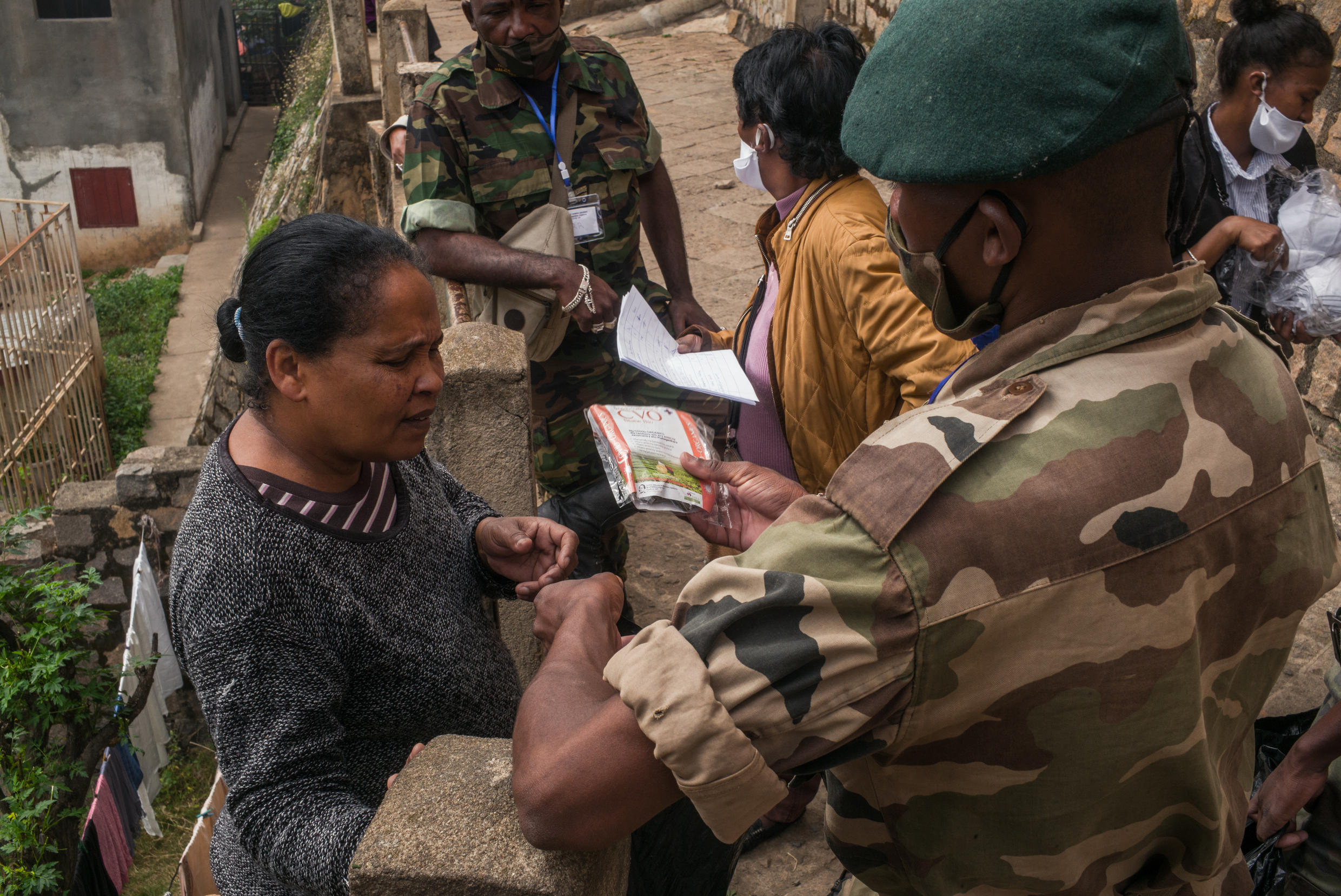 Malagasy soldiers distribute packets of Covid-Organics tea to residents in the Amboasarikely district of Antananarivo, 22 April 2020.