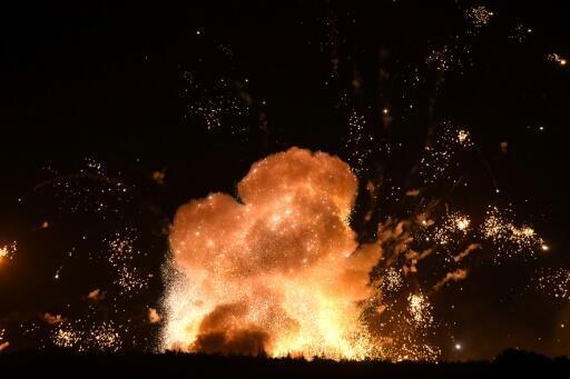 """La explosión de un depósito de municiones militares cerca de Kalynivka, en Ucrania, el 27 de septiembre de 2017. Kiev acusó de """"sabotaje"""" la explosión, que forzó la evacuación de unas 30.000 personas"""
