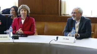 ប្រមុខការទូតអ៊ីរ៉ង់ លោក Mohammad Javad Zarif និងសមភាគីសហភាពអឺរ៉ុប លោកស្រី Catherine Ashton ក្នុងកិច្ចប្រជុំនៅទីក្រុងGenève ថ្ងៃទី៧វិច្ឆិក២០១៣