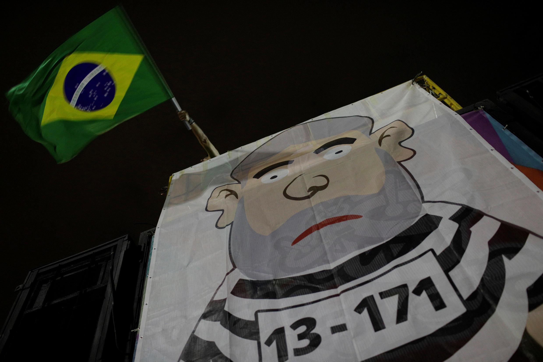 Biểu tình tại Rio De Janeiro đòi giam giữ cựu tổng thống Brazil Lula da Silva, bị tuyên án 12 năm tù. Ảnh 03/04/2018.