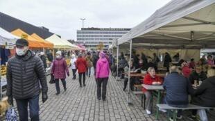 El mercado Hakaniemi en Helsinki, Finlandia, el 1 de noviembre de 2020