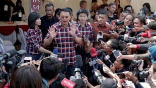 Le gouverneur sortant de Jakarta, Basuki Tjahaja Purnama, pendant le vote dans la capitale, ce mercredi 15 février 2017.