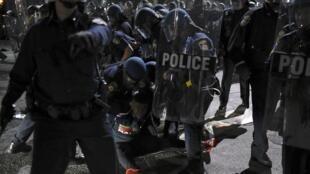 Une arrestation lors dune manifestation de soutien après la mort de Freddie Gray, à Baltimore le 25 avril 2015.