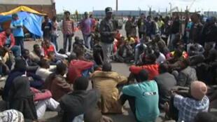 Captura vídeo do Campo de imigrantes na cidade de Calais, no norte da França que deve ser demontado pela polícia.