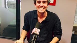 L'écrivain français Sylvain Prudhomme en studio à RFI (novembre 2019).