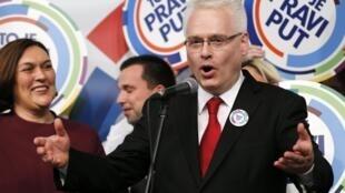 Le président sortant croate et candidat à sa succession Ivo Josipovic, au quartier général de son parti à Zagreb, le 28 décembre 2014, après les premières estimations du premier tour.