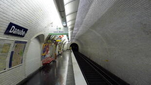 Le quai de la station Danube du métro parisien.