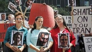 Laura Fattal, Cindy Hickey and Nora Shourd, mothers of the three detainees protesting in New York, 30 July 2010