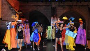 Répétition de la chorégraphie  «Le bal des cercles» de Fatou Cissé au 69e festival d'Avignon, le 15 juillet 2015.