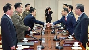 韩朝高级代表团在板门店会谈2014年2月12日